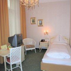 Hotel Pension Baronesse 4* Стандартный номер с различными типами кроватей фото 11