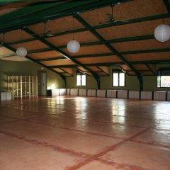 Layos Hostel - Camp спортивное сооружение