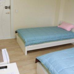 Отель Patio 59 Hongdae Guesthouse 2* Стандартный номер с 2 отдельными кроватями