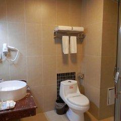 Отель Chinese Culture Holiday Hotel - Nanluoguxiang Китай, Пекин - отзывы, цены и фото номеров - забронировать отель Chinese Culture Holiday Hotel - Nanluoguxiang онлайн ванная фото 2