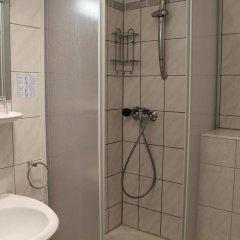 Отель Am Sendlinger Tor 3* Кровать в общем номере фото 3