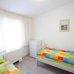 Pozitiv Hostel Стандартный номер с 2 отдельными кроватями (общая ванная комната) фото 4