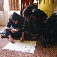 Отель Palmers Lodge Swiss Cottage Кровать в женском общем номере фото 5