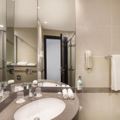 Отель Holiday Inn Express Dubai- Jumeirah Дубай ванная