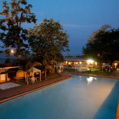 Отель Oasis Motel Габороне бассейн