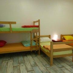 Chaplin Hostel Belgrade Кровать в общем номере с двухъярусной кроватью