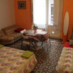 Отель B&B Comfort Стандартный семейный номер с двуспальной кроватью (общая ванная комната) фото 3