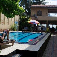 Drifters Hotel & Beach Restaurant бассейн