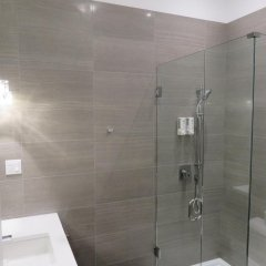 Отель Victorian Hotel Канада, Ванкувер - 1 отзыв об отеле, цены и фото номеров - забронировать отель Victorian Hotel онлайн ванная