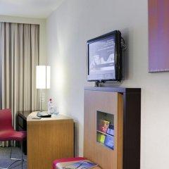 Отель Novotel Zurich City West 4* Улучшенный номер с двуспальной кроватью фото 3