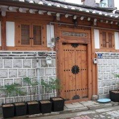 Отель Hyosunjae Hanok Guesthouse 2* Стандартный семейный номер с двуспальной кроватью (общая ванная комната) фото 3