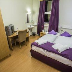 Отель The Capital-Inn Кровать в общем номере с двухъярусной кроватью