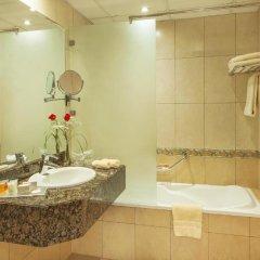 Отель Golden Tulip Sharjah Стандартный номер с различными типами кроватей фото 4
