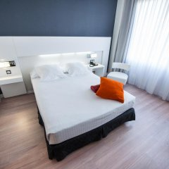Отель Axor Feria 4* Стандартный номер с различными типами кроватей фото 5