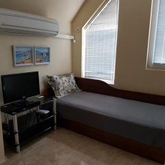 Апартаменты Ahinora Apartments Поморие комната для гостей