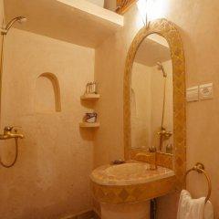Отель Dar Ikalimo Marrakech 3* Улучшенный номер с двуспальной кроватью фото 9