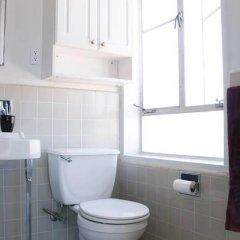 Отель Amazing 2bed 2 bath near the Grove США, Лос-Анджелес - отзывы, цены и фото номеров - забронировать отель Amazing 2bed 2 bath near the Grove онлайн ванная