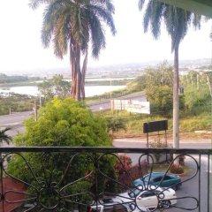 Отель Palm Bay Guest House & Restaurant Ямайка, Монтего-Бей - отзывы, цены и фото номеров - забронировать отель Palm Bay Guest House & Restaurant онлайн балкон
