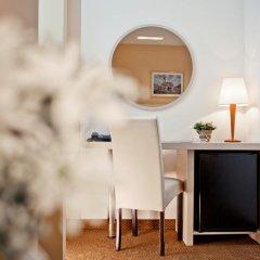 Hotel Central 3* Улучшенный номер с двуспальной кроватью