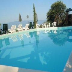 Отель Agriturismo Flora Поппи бассейн