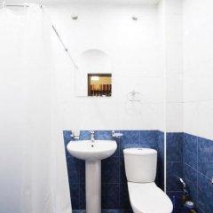Отель Abovyan street by Opera Theater ванная фото 2