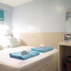 I-Sleep Silom Hostel Стандартный номер с двуспальной кроватью (общая ванная комната) фото 2