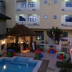 Hatfield Hotel & Resorts бассейн