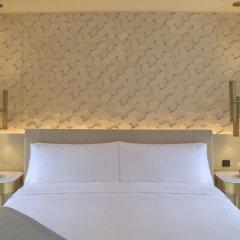 Отель Five Palm Jumeirah Dubai Улучшенный номер с различными типами кроватей