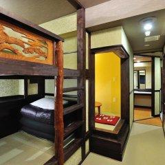 Отель Khaosan World Asakusa Ryokan Кровать в общем номере фото 6