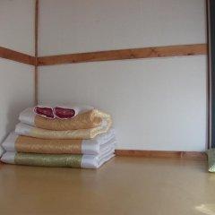 Отель Hyosunjae Hanok Guesthouse 2* Стандартный номер с различными типами кроватей (общая ванная комната) фото 7