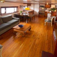 Отель Noah's houseboat Amsterdam Нидерланды, Амстердам - отзывы, цены и фото номеров - забронировать отель Noah's houseboat Amsterdam онлайн интерьер отеля