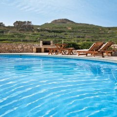 Отель Razzett Perla Мальта, Гасри - отзывы, цены и фото номеров - забронировать отель Razzett Perla онлайн бассейн