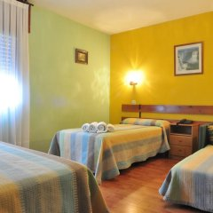 Отель Hostal Europa в номере