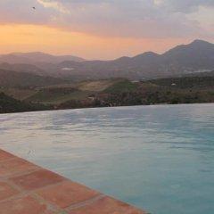 Hotel Rural los Tadeos бассейн фото 3
