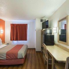 Отель Motel 6 Dale 2* Стандартный номер с различными типами кроватей фото 4