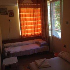 Отель East Gate Guest Rooms Стандартный номер с различными типами кроватей фото 11