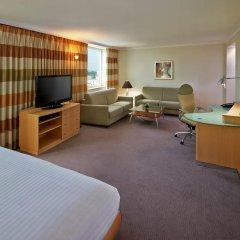 Отель Hilton Düsseldorf 5* Стандартный номер двуспальная кровать фото 5
