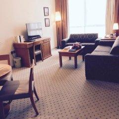 Отель Golden Tulip Sharjah Апартаменты Премиум с различными типами кроватей