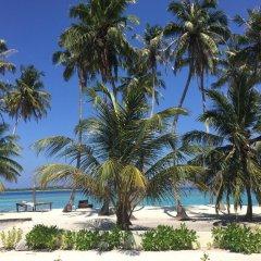 Отель Cokes Surf Camp Остров Гасфинолу пляж