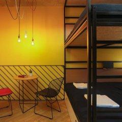 Хостел Suffix Стандартный семейный номер с двуспальной кроватью фото 10
