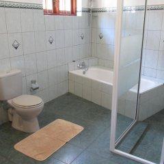 Отель Surf Villa Шри-Ланка, Хиккадува - отзывы, цены и фото номеров - забронировать отель Surf Villa онлайн ванная