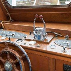 Отель Authentic Houseboats Amsterdam Нидерланды, Амстердам - отзывы, цены и фото номеров - забронировать отель Authentic Houseboats Amsterdam онлайн ванная фото 2