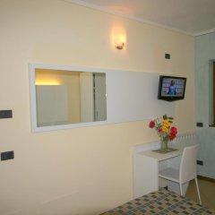 Отель Pesce d'Oro Италия, Вербания - отзывы, цены и фото номеров - забронировать отель Pesce d'Oro онлайн комната для гостей фото 3