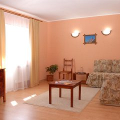 Гостиница Альпийский двор комната для гостей фото 4