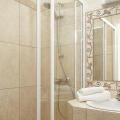 Отель Hôtel Du Centre 2* Стандартный номер с различными типами кроватей фото 10