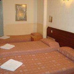 Отель Hostal Rembrandt Стандартный номер с различными типами кроватей фото 4