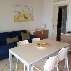 Отель Montecolo Resort Манерба-дель-Гарда комната для гостей фото 3