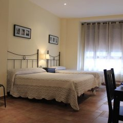 Отель Hostal El Pilar Стандартный семейный номер с двуспальной кроватью фото 6