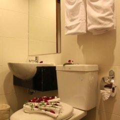 Отель Patong Hemingways 3* Улучшенный номер двуспальная кровать фото 18