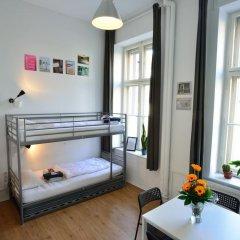 Kiez Hostel Berlin Кровать в общем номере с двухъярусной кроватью фото 3